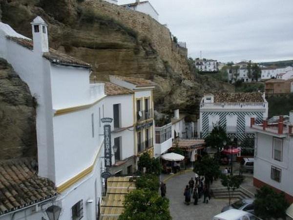 1248 Η Πόλη χτισμένη μέσα στους βράχους (17 φωτογραφίες)