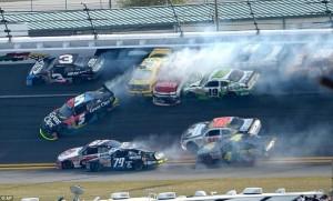 Accident in NASCAR Daytona 500 (17 photos) 12