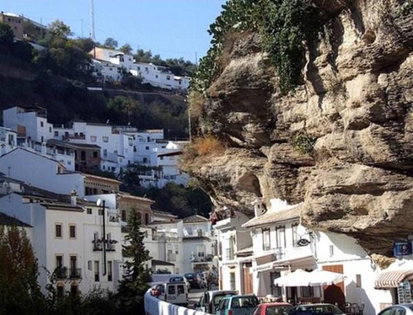 The City Built Into the Rocks (17 photos) 13