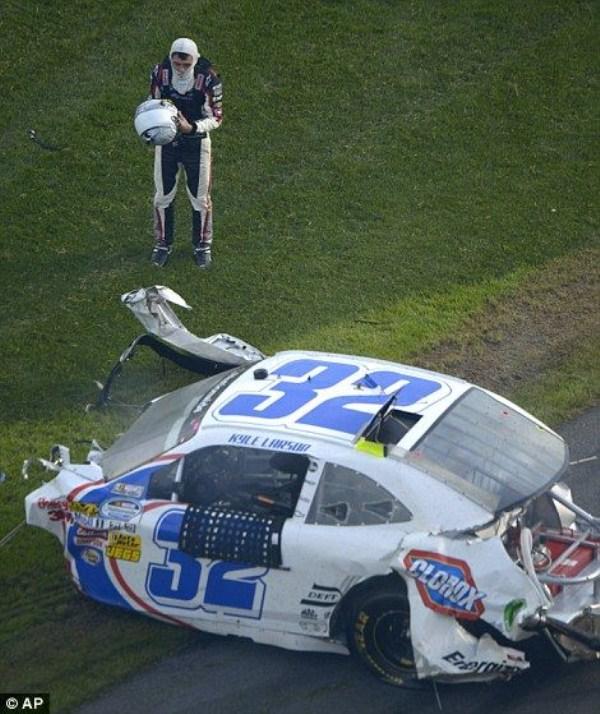 1447 Ατύχημα στο NASCAR Daytona 500 (17 φωτογραφίες)