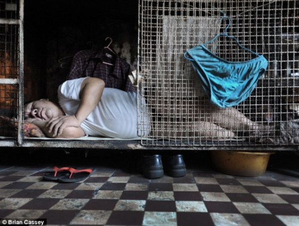 Hong Kong Citizens Are Living in Cages (17 photos) 1