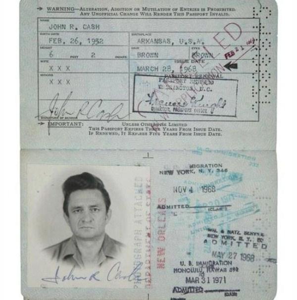 1515 Passports of Fаmоus Реоple (17 photos)