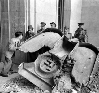 After the Fall of the Third Reich (19 photos)
