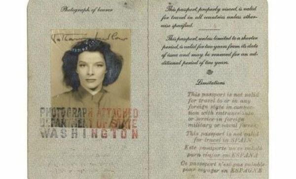1713 Passports of Fаmоus Реоple (17 photos)