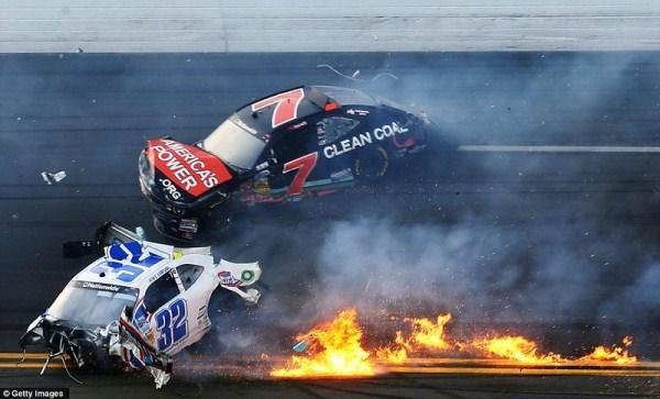 2143 Ατύχημα στο NASCAR Daytona 500 (17 φωτογραφίες)