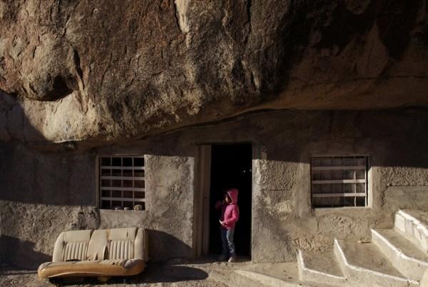 240 Ο άνθρωπος που ζει κάτω από έναν βράχο (11 φωτογραφίες)