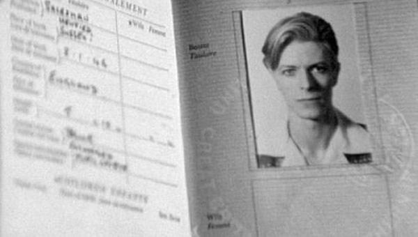 246 Passports of Fаmоus Реоple (17 photos)
