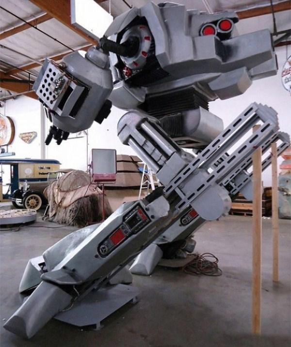 358 Full Size Robocop ED 209 (4 photos)