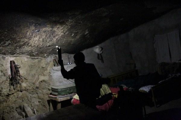 430 Ο άνθρωπος που ζει κάτω από έναν βράχο (11 φωτογραφίες)