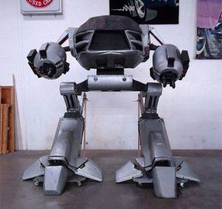 Full Size Robocop ED-209 (4 photos)
