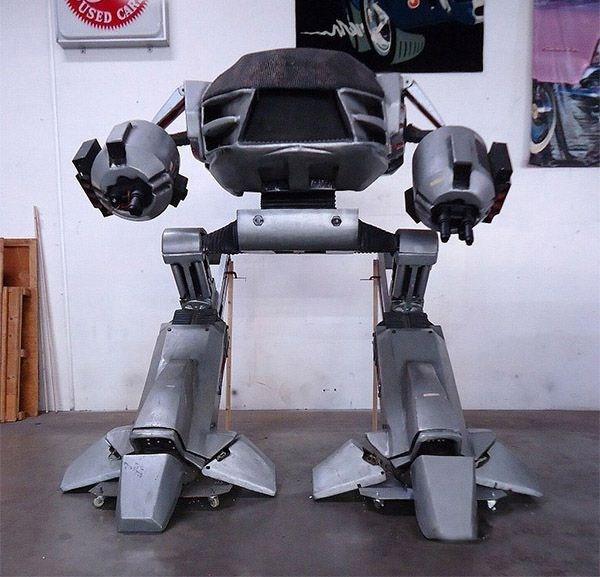 446 Full Size Robocop ED 209 (4 photos)