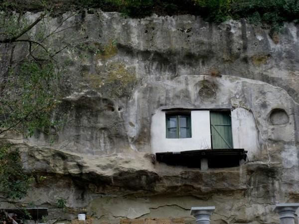 475 Η Πόλη χτισμένη μέσα στους βράχους (17 φωτογραφίες)