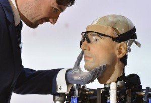World's First Bionic Man (15 photos) 5