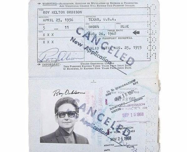523 Passports of Fаmоus Реоple (17 photos)