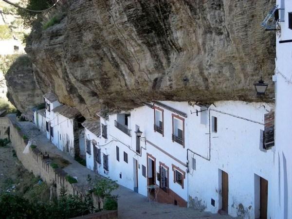 560 Το Πόλη χτισμένη μέσα στους βράχους (17 φωτογραφίες)