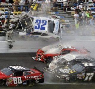 Accident in NASCAR Daytona 500 (17 photos)