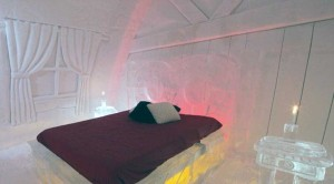 Ice Hotel in Canada (24 photos) 6