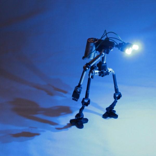 Tiny Robots Made from Recycled Electronic Components (62 photos) 60