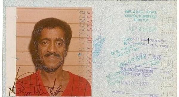 621 Passports of Fаmоus Реоple (17 photos)