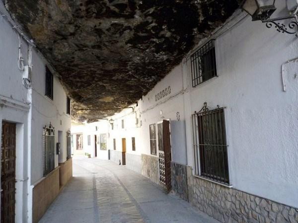 755 Η Πόλη χτισμένη μέσα στους βράχους (17 φωτογραφίες)