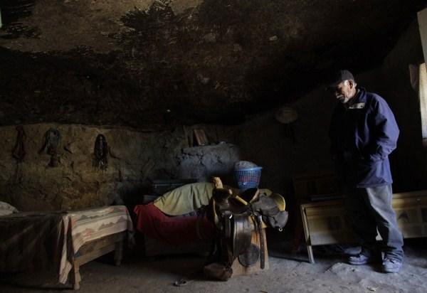 918 Ο άνθρωπος που ζει κάτω από έναν βράχο (11 φωτογραφίες)
