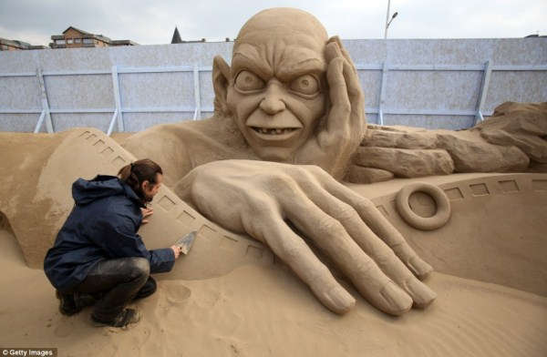 Amazing Hollywood Themed Sand Sculptures (14 photos) 10