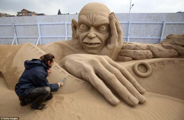 Amazing Hollywood Themed Sand Sculptures (14 photos) 10