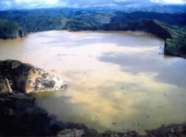 104 Amazing ηφαιστειακές λίμνες (10 φωτογραφίες)