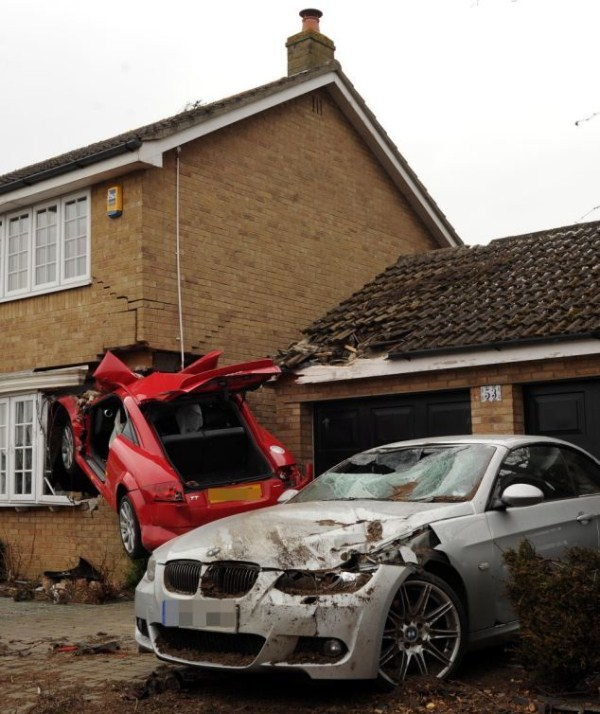 1144 Audi TT συνετρίβη πλευρά του σπιτιού (6 φωτογραφίες)