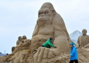 Amazing Hollywood Themed Sand Sculptures (14 photos) 1