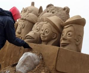 Amazing Hollywood Themed Sand Sculptures (14 photos) 11