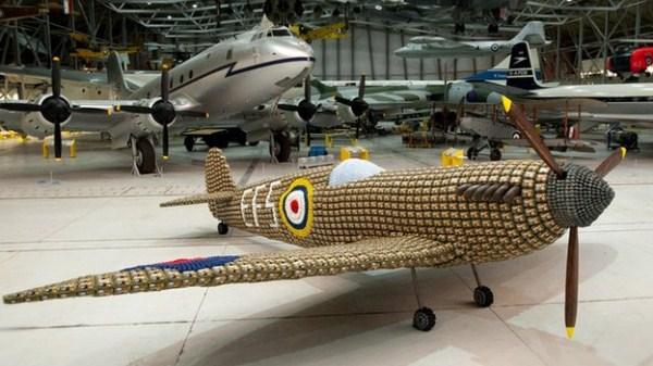 Χτισμένο Spitfire 126 από 6500 Αυγό Κουτιά (10 φωτογραφίες)