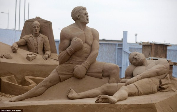 1334 Amazing Hollywood Γλυπτά Sand Themed (14 φωτογραφίες)
