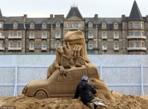 Amazing Hollywood Themed Sand Sculptures (14 photos) 14