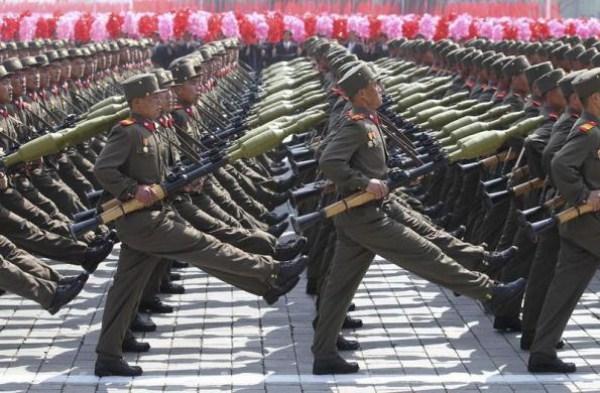 1612 Το Βόρειας Κορέας Στρατιωτικό (34 φωτογραφίες)