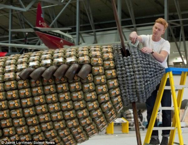 Χτισμένο Spitfire 314 από 6500 Αυγό Κουτιά (10 φωτογραφίες)