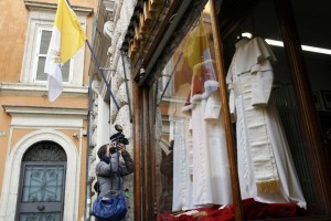 The Pope's Tailor (13 photos) 3