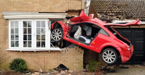 Audi TT Crashed into Side of House (6 photos) 3