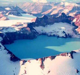 Amazing Volcanic Lakes (10 photos)