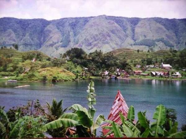 74 Amazing ηφαιστειακές λίμνες (10 φωτογραφίες)
