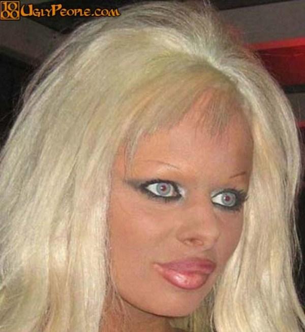 1330 Weird Looking Women (45 photos)