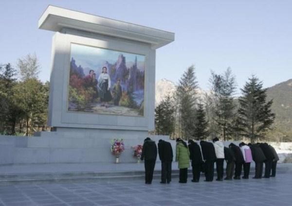 248 Βόρειας Κορέας Προπαγάνδα (28 φωτογραφίες)