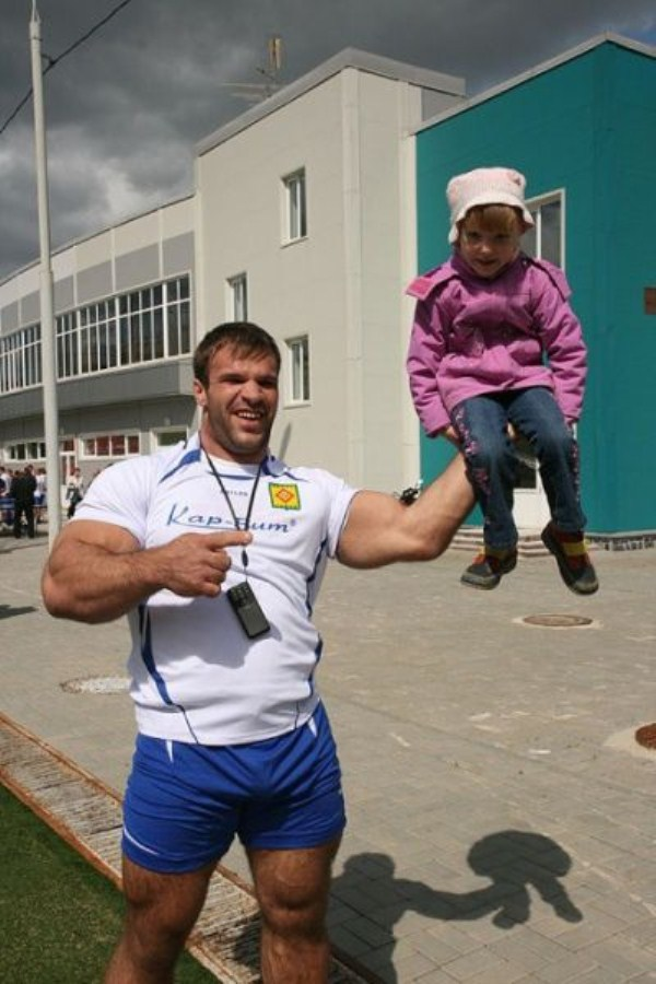 2715 The Biggest Bicep of Russia (48 photos)