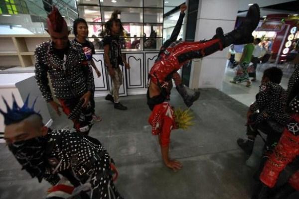 290 Μιανμάρ Punks (10 φωτογραφίες)