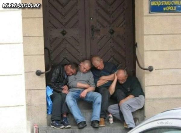 327 Πολύ Drunk People (38 φωτογραφίες)