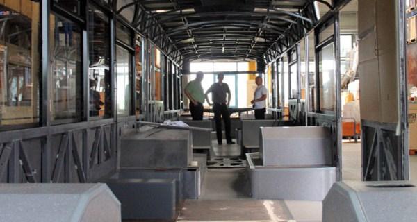 831 World's Largest Bus (18 photos)