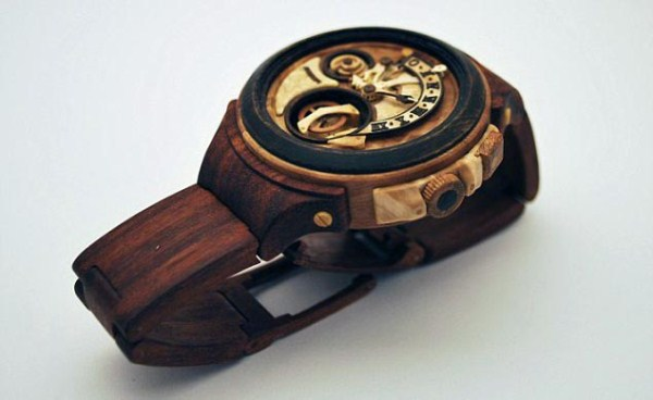 1031 Fully Functional Watches Carved out of Wood (10 photos)