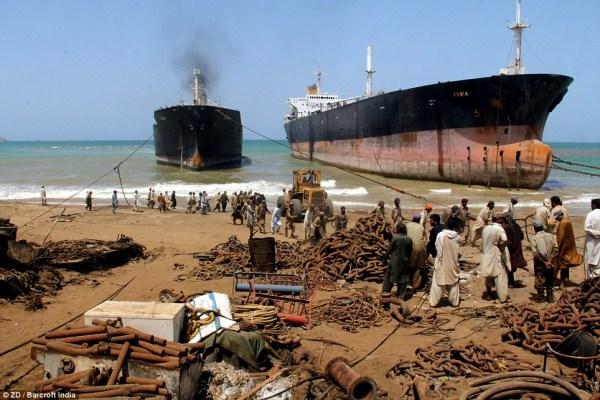 1103 Κόσμους μεγαλύτερο νεκροταφείο πλοίων (32 φωτογραφίες)