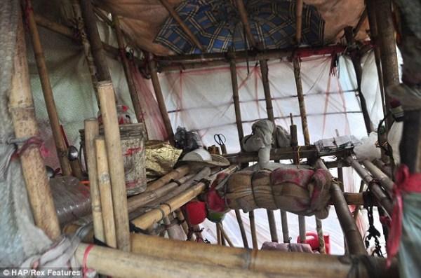 1150 ένας Κινέζος Ποιος φέρει σπίτι του στην πλάτη του (12 φωτογραφίες)