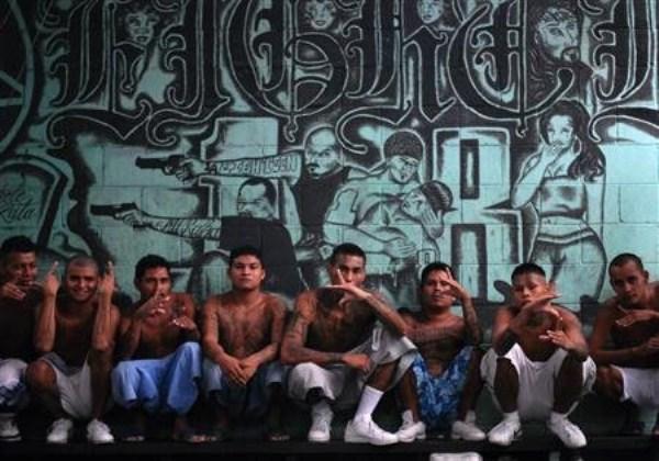 1725 The Deadly Gangs of El Salvador (40 photos)